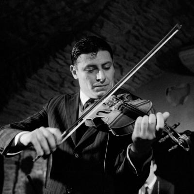 Autour de Claudio Della Corte  Paul Guta au violon et  Vittorio Silvestri à la guitare
