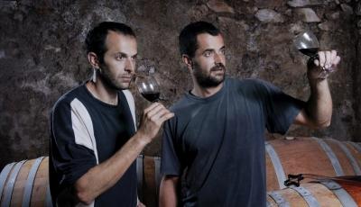 Château Bas d'Aumelas - les frères d'Albenas dégustent en cave