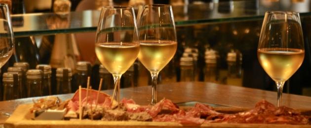 Dégustation Terre de Vins avril 2012 - O'Sud - soirée - verres de vin blanc planche