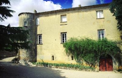 Façade du Château Bas d'Aumelas fortifié