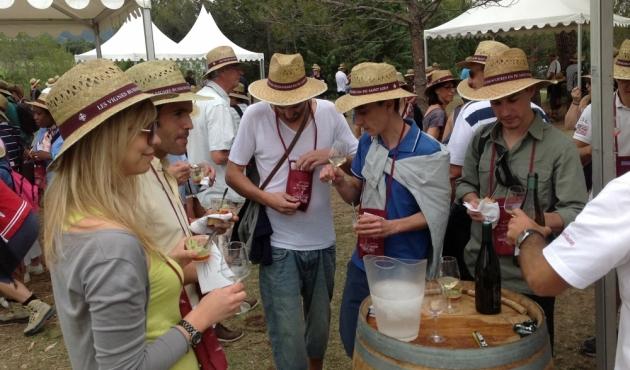 Vignes Buissonnières 2012 - L'équipe de Trinquefougasse déguste!